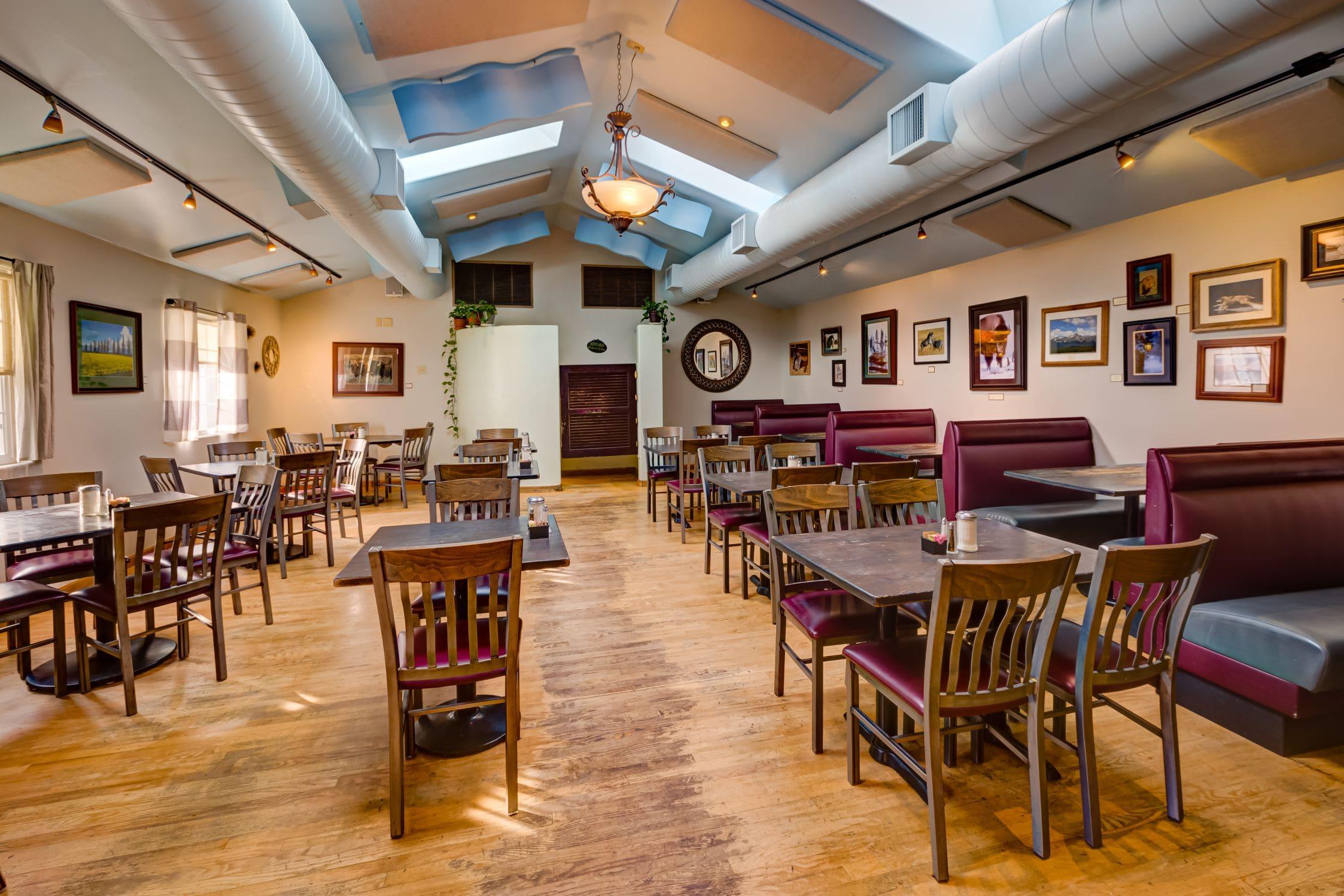 Cozy-Cottage-Restaurant-Denver-0001-min