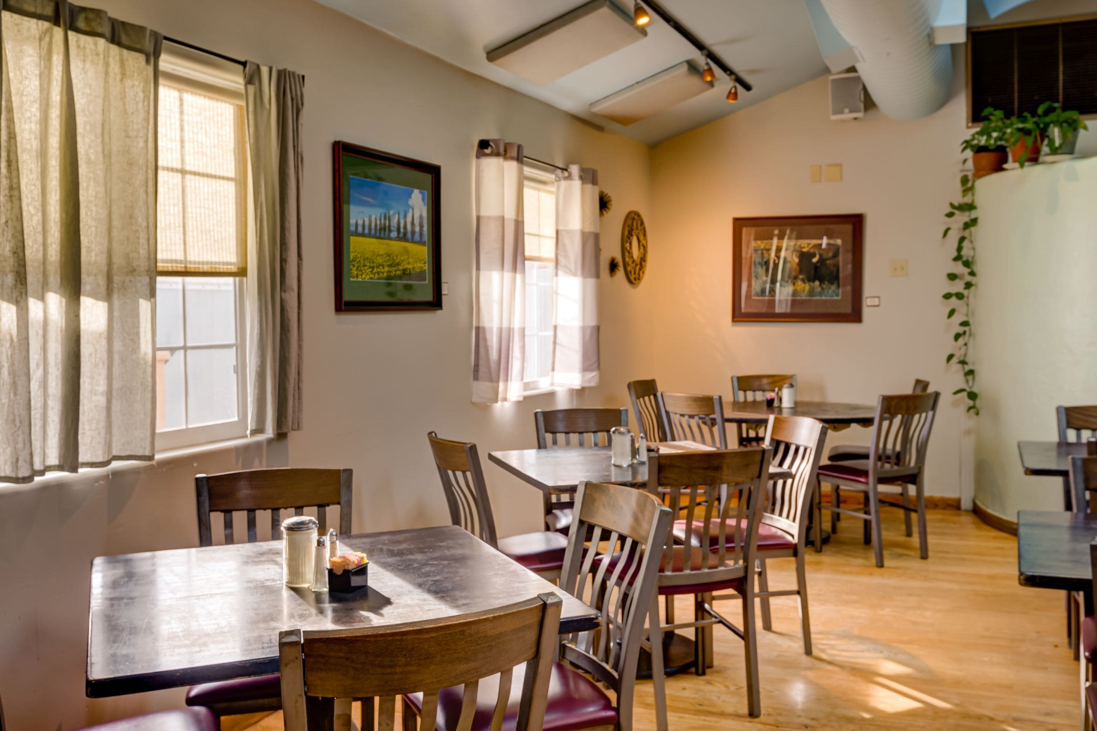Cozy-Cottage-Restaurant-Denver-0002-min